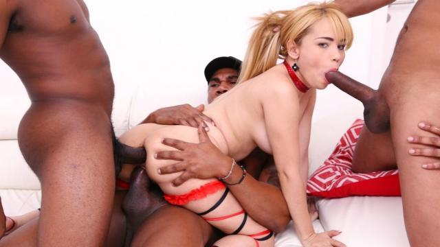 Похотливый парень ебет похотливую незнакомцу в салоне автомобиля