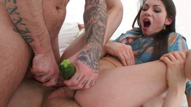 Белокурая мамка занимается сексом со своим похотливым сыном