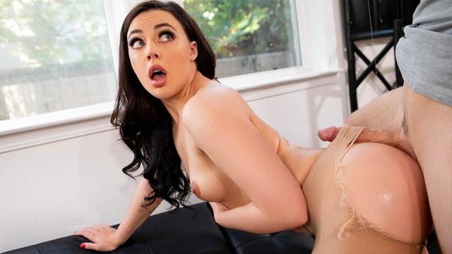 Женщина принимает в рот длинный член любовника а он ей лижет