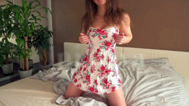 Страстная женщина наслаждается проникновением похотливого сына